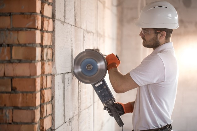 How to Choose the Efficient Plaster Repair Services?